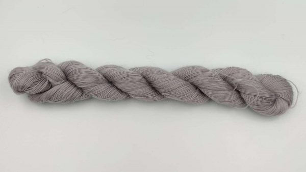 1 trådet kidmohair garn sølvgrå