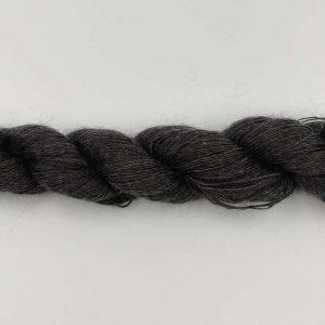 1 trådet kidmohair garn meleret koks grå